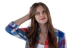 Adolescente que se opone al fondo blanco Imagen de archivo libre de regalías