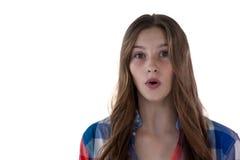 Adolescente que se opone al fondo blanco Fotografía de archivo libre de regalías