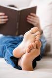 Adolescente que se relaja Foto de archivo libre de regalías