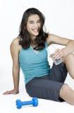 Adolescente que se relaja después de ejercicio Fotografía de archivo