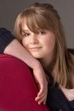Adolescente que se relaja en el sillón Imagen de archivo