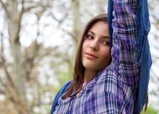 Adolescente que se relaja en parque del resorte Fotografía de archivo libre de regalías