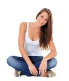Adolescente que se sienta en el suelo Imagenes de archivo