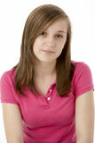Adolescente que se sienta en estudio Fotografía de archivo