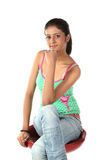 Adolescente que se sienta en silla Fotos de archivo libres de regalías