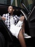Adolescente que se sienta en un coche Fotografía de archivo libre de regalías
