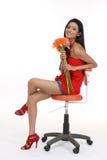 Adolescente que senta-se na cadeira revolvendo imagem de stock royalty free