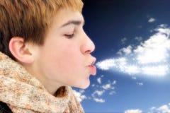 Adolescente que sopla las estrellas mágicas Fotos de archivo libres de regalías