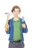 Adolescente que sostiene algunas herramientas de funcionamiento Imagenes de archivo