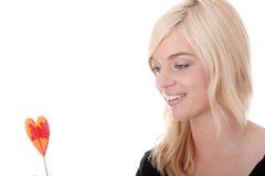 Adolescente que sostiene el lollipop rojo Imagen de archivo libre de regalías