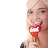 Adolescente que sostiene el lollipop rojo Fotografía de archivo libre de regalías