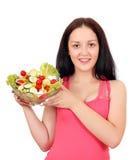 Adolescente que sostiene el plato con la ensalada Imagen de archivo