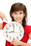 Adolescente que sostiene el reloj grande Foto de archivo