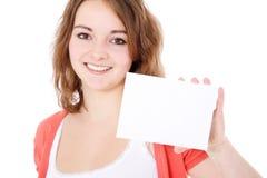 Adolescente que sostiene la tarjeta blanca en blanco Fotografía de archivo