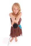 Adolescente que sostiene un micrófono en frente Fotografía de archivo
