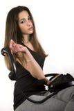 Adolescente que sostiene un teléfono Imagenes de archivo