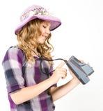 Adolescente que sostiene una cámara polaroid Fotos de archivo