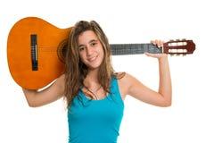 Adolescente que sostiene una guitarra acústica Fotografía de archivo libre de regalías