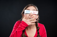 Adolescente que tiene experiencia del cine 3D Fotografía de archivo libre de regalías