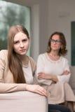 Adolescente que tiene un conflicto con su madre Imagenes de archivo