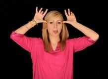 Adolescente que tira de la cara divertida Imágenes de archivo libres de regalías
