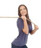Adolescente que tira de una cuerda Imagenes de archivo