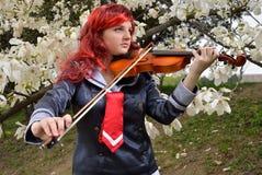 Adolescente que toca el violín Imágenes de archivo libres de regalías