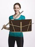 Adolescente que toca la flauta Imagenes de archivo