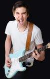 Adolescente que toca la guitarra eléctrica y que canta Imagenes de archivo