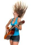 Adolescente que toca una guitarra acústica Fotos de archivo libres de regalías