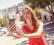 Adolescente que toma el selfie Imágenes de archivo libres de regalías