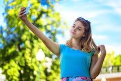Adolescente que toma el selfie Fotografía de archivo