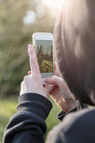 Adolescente que toma las fotografías Fotografía de archivo