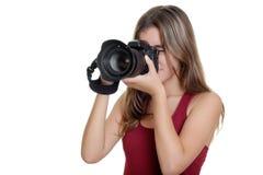 Adolescente que toma las fotografías con una cámara profesional Foto de archivo libre de regalías