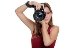 Adolescente que toma las fotografías con una cámara profesional Foto de archivo