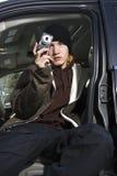 Adolescente que toma un cuadro. Foto de archivo libre de regalías