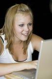 Adolescente que trabalha no computador portátil Imagem de Stock Royalty Free