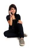 Adolescente que usa el teléfono celular Imágenes de archivo libres de regalías