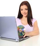 Adolescente que usa la computadora portátil Foto de archivo libre de regalías