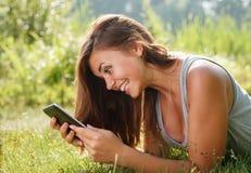 Adolescente que usa la PC de la tableta Imagen de archivo