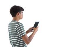 Adolescente que usa la tableta digital Imágenes de archivo libres de regalías