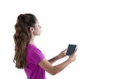 Adolescente que usa la tableta digital Fotografía de archivo