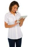 Adolescente que usa la tablilla Fotografía de archivo