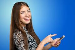 Adolescente que usa smartphone Fotografía de archivo