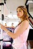 Adolescente que va en autobús Imagen de archivo libre de regalías