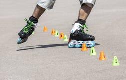 Adolescente rollerblading Foto de archivo libre de regalías