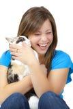 Adolescente rubio con el gato Imagen de archivo libre de regalías