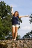 Adolescente rubio que anima Imagen de archivo libre de regalías