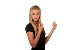 Adolescente rubio que aplica perfume Imágenes de archivo libres de regalías