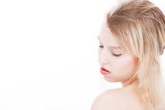 Adolescente rubio sereno en blanco Imágenes de archivo libres de regalías